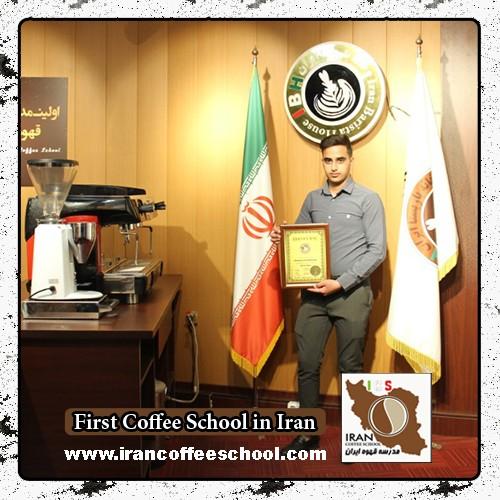سید علی احمدی مدرک بین المللی لاته آرت | آموزش طراحی روی قهوه - لته آرت