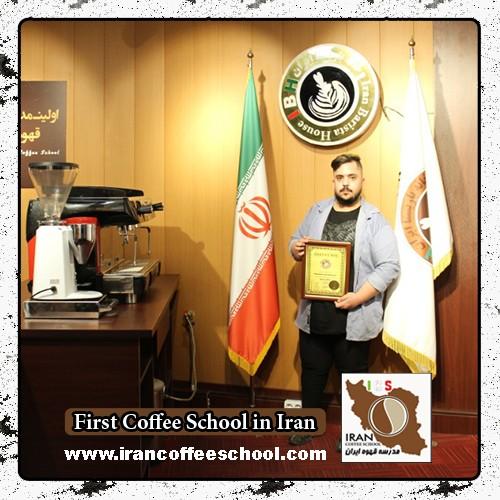 صادق راوی مدرک بین المللی لاته آرت | آموزش طراحی روی قهوه - لته آرت