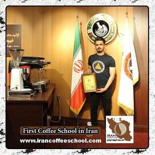 مسعود محمدی مدرک بین المللی لاته آرت | آموزش طراحی روی قهوه - لته آرت