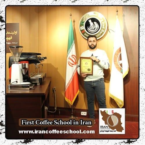 امیرحسین اخلاصی مدرک بین المللی لاته آرت | آموزش طراحی روی قهوه - لته آرت