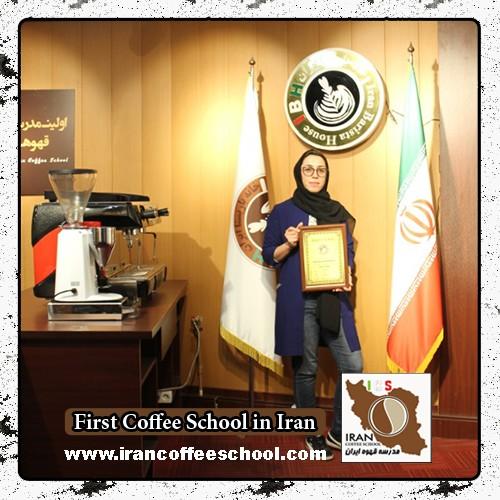 ندا رمضان پور مدرک بین المللی لاته آرت | آموزش طراحی روی قهوه - لته آرت