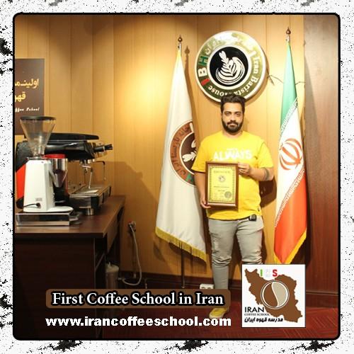علی صادقی مدرک بین المللی لاته آرت | آموزش طراحی روی قهوه - لته آرت Latte Art
