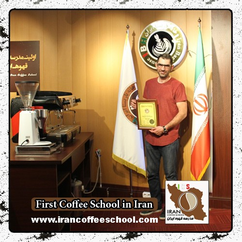 محمد طاهری مدرک بین المللی لاته آرت   آموزش طراحی روی قهوه - لته آرت
