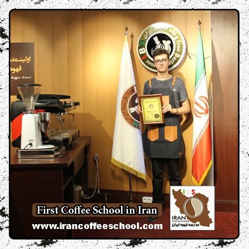 کیارش ژیانی سیرت مدرک بین المللی لاته آرت   آموزش طراحی روی قهوه - لته آرت